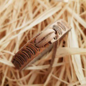 Kožený náramek s ražbou